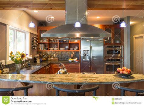 bar dans cuisine bar de cuisine dans l 39 intérieur à la maison classieux
