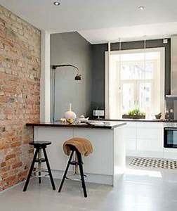 Petite cuisine ouverte sur mur en brique d39un salon for Idee deco mur cuisine ouverte