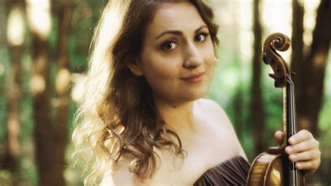 «Lielajā dzintarā» uzstāsies talantīgā vijolniece Elīna ...