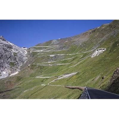 Sunrise race on Stelvio Pass - see a beautiful driving