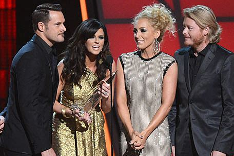 2012 CMA Single of the Year Is Little Big Town's 'Pontoon'