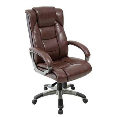 chaise de bureau marron fauteuil de bureau en cuir le monde de léa