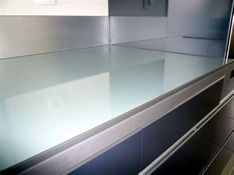 plan de travail de cuisine sur mesure cuisine grise fabricant de mobilier sur mesure pour