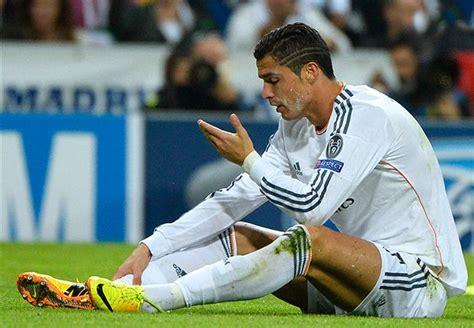 disgraceful chiellini red card call  ronaldo play