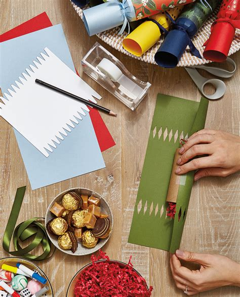 diy custom christmas crackers