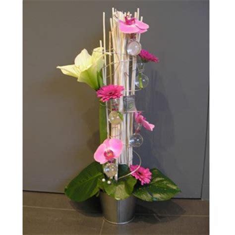composition de fleurs moderne vase boule centre de table d 233 co mariage centre vase et tables