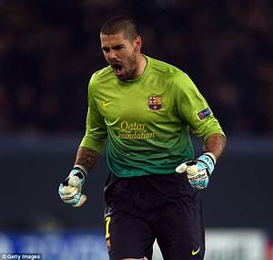 Victor Valdes trains with Manchester United squad as ...