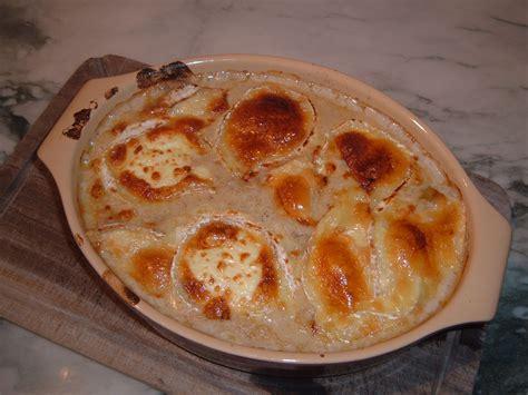 cuisiner des andouillettes andouillettes de troyes gratinees au chaource pour 4 personnes recettes à table