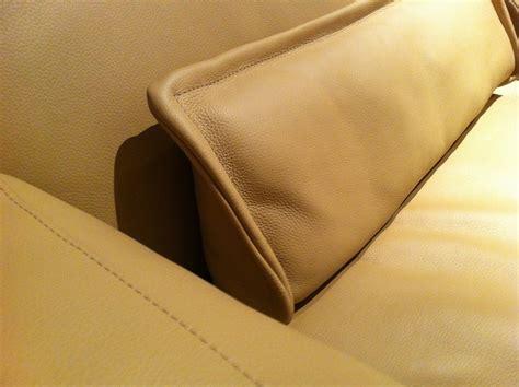 coussin pour canapé cuir des coussins en cuir pour mon canapé de seanroyale