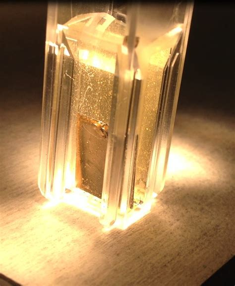 water gas light ui scientists using sunlight water to make clean energy
