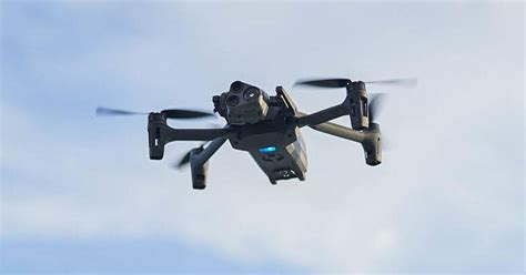 el nuevo dron anafi usa de parrot tiene tres camaras