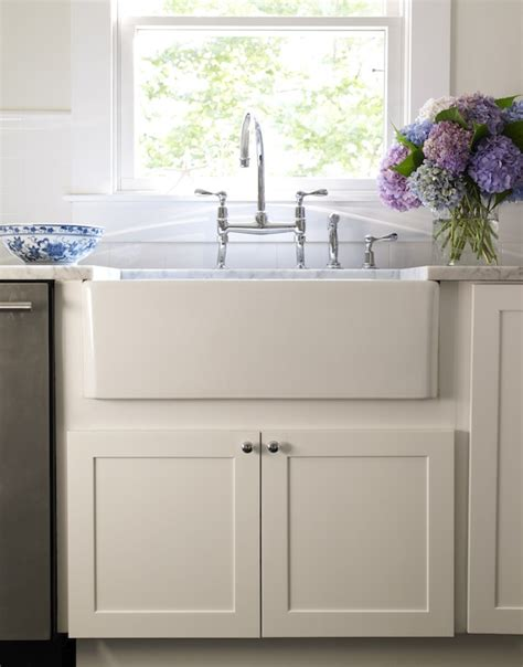 white kitchen farmhouse sink white farmhouse kitchen sink kitchentoday 1372