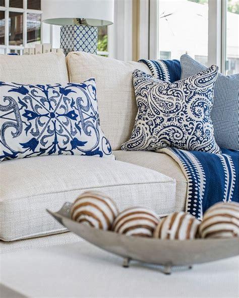 Living Room Pillows Ideas by Best 25 Linen Sofa Ideas On Linen
