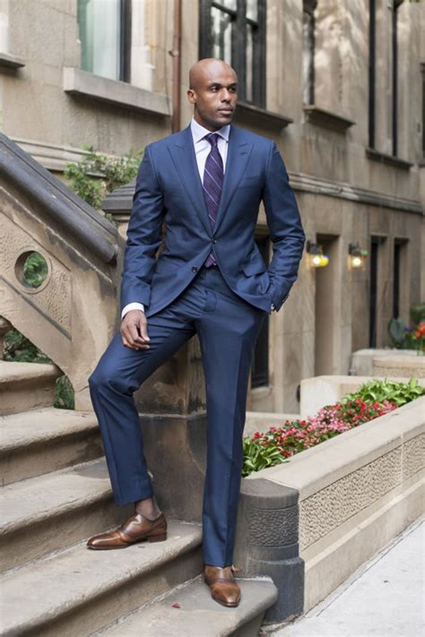 costume bleu chaussure marron chaussure marron et costume bleu