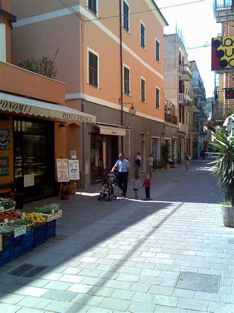 spotorno il centro storico liguria italia centri