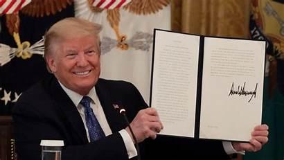 Trump Executive Order Signs Regulations Federal Cutting