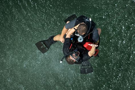 helicopter rescue swimmer training militarycom