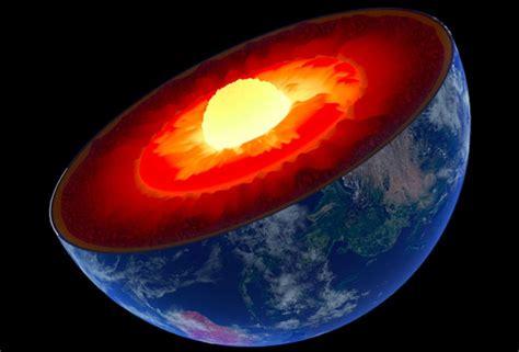 Grâce à La Dilatation Du Temps, Le Noyau De La Terre Est 2 Ans Et Demi Plus Jeune Que La Surface