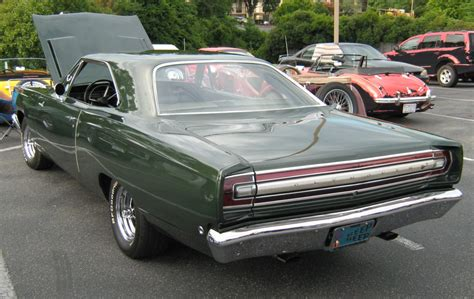 plymouth road runner review specs