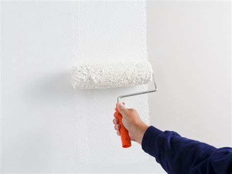 Rollputz Auftragen Dekorative Struktur Fuer Die Wand by Knauf Spachteln Oder Putzen Fl 228 Chen Dekorativ Gestalten