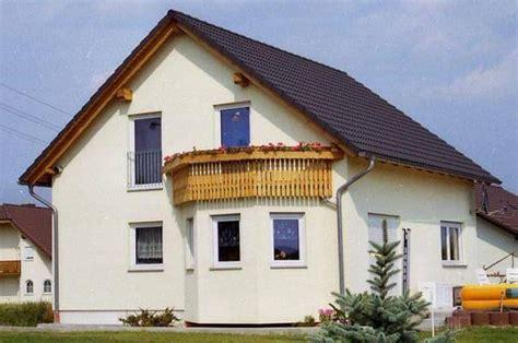 haus mit balkon ᐅ individuell geplant einfamilienhaus mit erker und balkon www jk traumhaus de