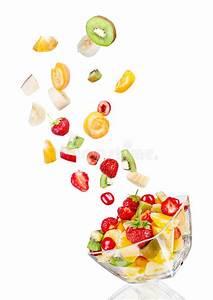 Saladier En Verre : saladier en verre en vol avec le fruit photo stock image du cuvette ingr dient 55713128 ~ Teatrodelosmanantiales.com Idées de Décoration