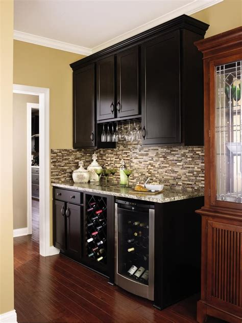 aristokraft kitchen cabinet hardware 10 best images about contemporary style cabinets on
