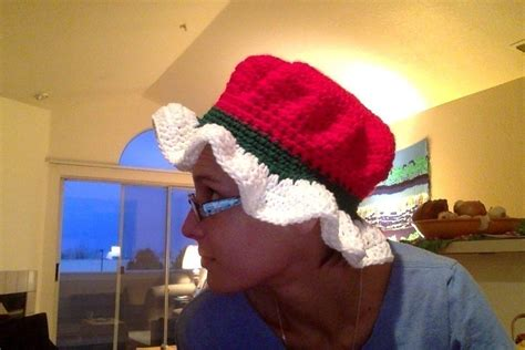 crochet  claus hat  novelty hat needlework  cut
