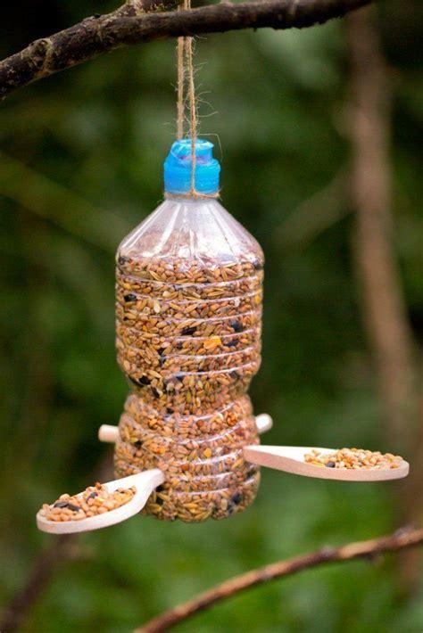 mangeoire a oiseau mangeoire pour oiseaux 60 mod 232 les et id 233 es diy nichoir