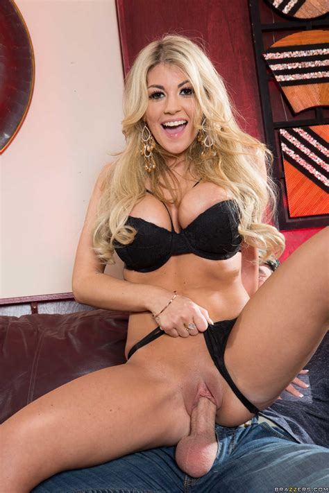 Voluptuous Blonde Is About To Get Fucked Photos Kayla