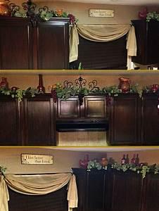 Grapes kitchen decor design on vine for Grapes furniture and home decor