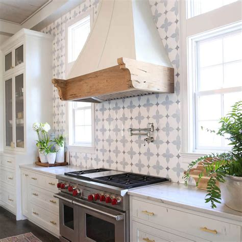 14 Showstopping Tile Backsplash Ideas To Suit Any Style. Designers Kitchens. Kitchen Design Luxury. B&q Kitchen Designs. Commercial Kitchen Design Ideas