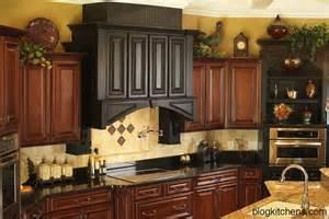 top kitchen cabinet decorating ideas vintage kitchen cabinets decor ideas and photos