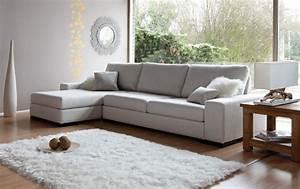 comment relooker son salon avec un tapis moderne With tapis shaggy avec canape rouge d angle