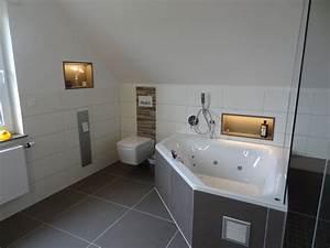 Badezimmer Mit Schräge : badezimmer mit schr ge ~ Lizthompson.info Haus und Dekorationen