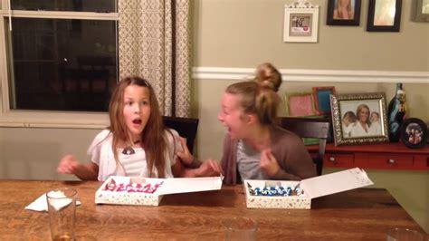 sisters scream  cookie cakes reveal moms pregnancy