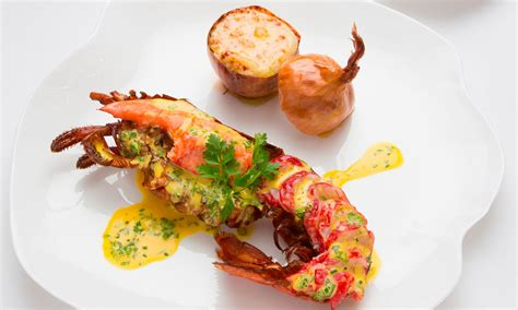les grands chefs de cuisine francais michelin chefs cook lobster in different ways