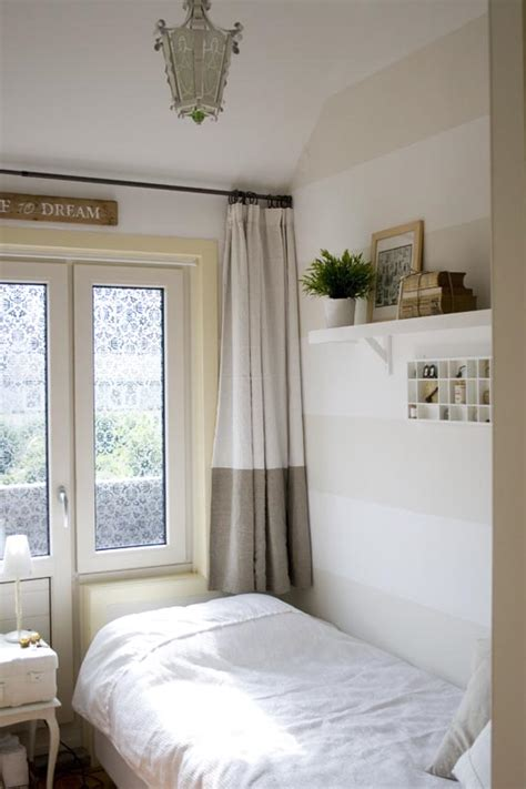 How To Decorate A Small Guest Room