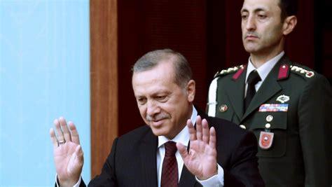 Le président turc a lancé une offensive en syrie contre les kurdes et nargue désormais l'europe. Turquie : Erdogan appelle à des législatives anticipées le ...