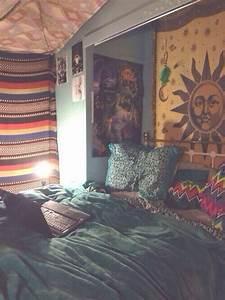 Boho bedroom. Tapestries. Hippie-ish. | Mi casa ...