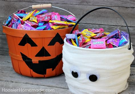 Simple Trick-or-treat Buckets For Halloween