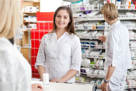 How Much Do Pharmacy Technicians Make?  How To Become A Pharmacy Technician