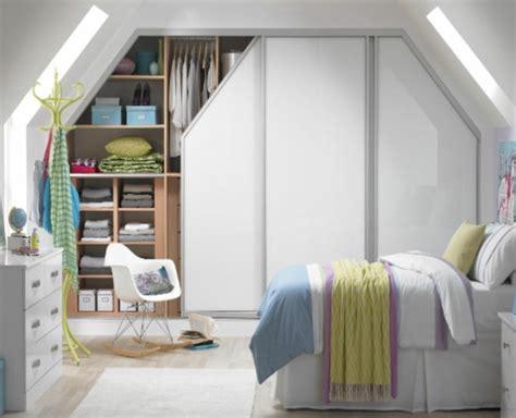 Deco Chambre Sous Comble 1001 Id 233 E Pour Un Dressing Sous Pente Gain De Place