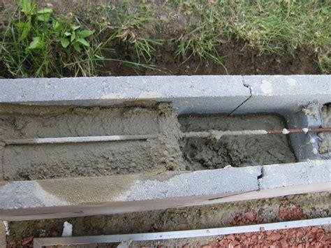 stützmauer bauen anleitung eine st 252 tzmauer aus beton schalungssteinen zum h 246 henausgleich wir bauen dann mal ein haus
