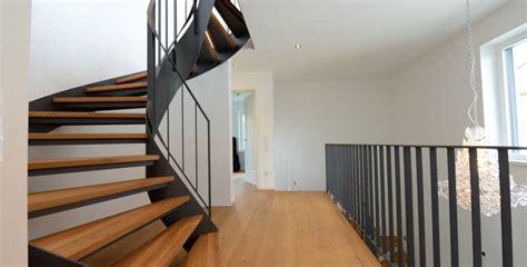 Treppengeländer Gemauert Bilder by Moderne Holztreppen Was Sie Wissen M 252 Ssen Bevor Sie