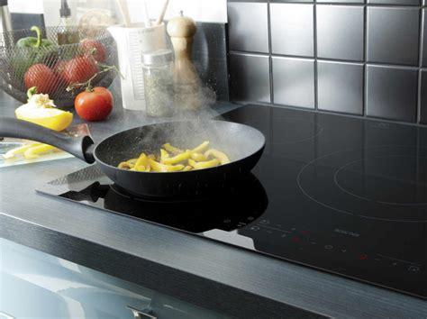 choisir une poele de cuisine electroménager four hotte réfrigérateur et plaque de cuisson leroy merlin