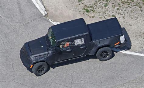 wrangler  jeep scrambler pickup truck  hit  dealers  april  autoevolution