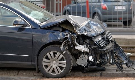 What Does an Auto Insurance Policy Cover Pay for