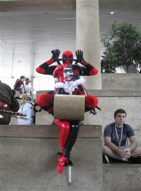 Deadpool and Harley Quinn Cosplay