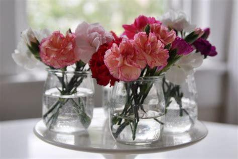 fleur en pot de yaourt diy 3 id 233 es malicieuses pour r 233 utiliser des pots en verre mariage